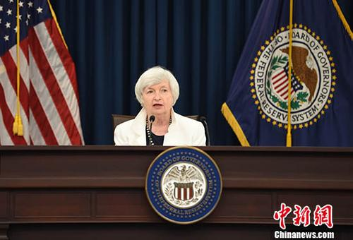 """当地时间9月20日,美联储主席耶伦宣布维持利率不变,10月份启动""""缩表""""计划。 中新社记者 邓敏 摄"""