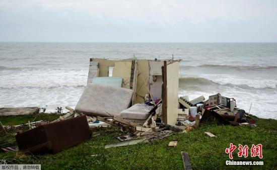 """波多黎各亚武科阿,海边的一栋房子在飓风中被完全摧毁。美国国家飓风研究中心称,""""玛丽亚""""最大风速达每小时约182公里。"""