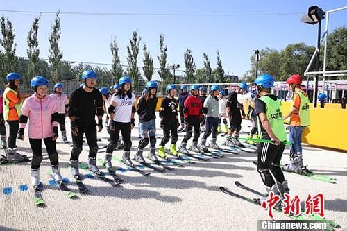 资料图:北京市民参加体育活动。 中新社记者 韩海丹 摄