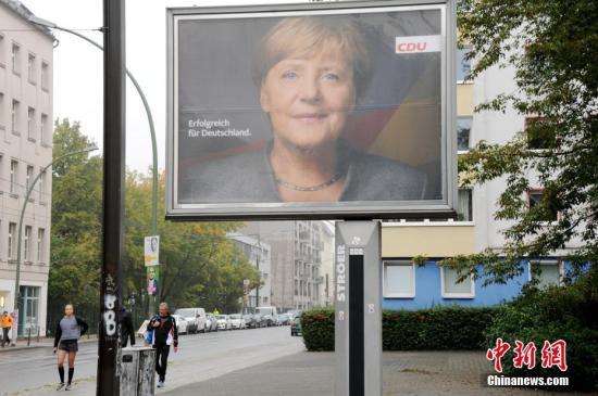 当地时间9月24日上午,德国第十九届联邦议院选举正式拉开帷幕。中新社记者 彭大伟 摄