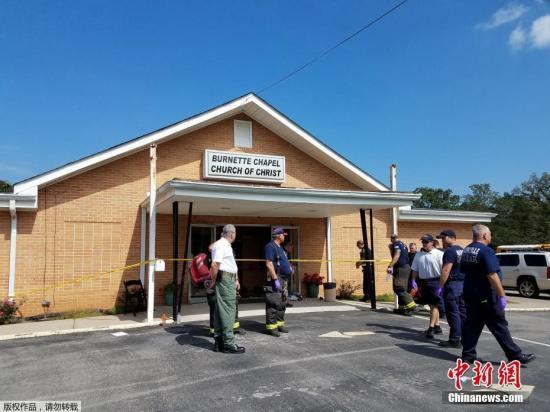 当地时间9月24日上午11时左右,美国田纳西州的一间教堂内发生枪击案,造成1人死亡,多人受伤。美国哥伦比亚广播公司报道,在田纳西州安提阿克南部的纳什维尔地区,一名枪手驾驶一辆蓝色SUV到名为伯内特的教堂后,在停车场射杀一名女性,致其当场死亡。之后,该名枪手从教堂后门入室,开枪造成6人受伤。当地警方发言人艾伦指出,在教堂内与一持枪民众对峙后,枪手对自己扣动了扳机。枪手现在医院得到救治,已被警方逮捕。