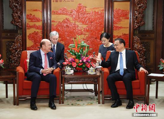 9月25日,中国国务院总理李克强在北京中南海紫光阁会见美国商务部长罗斯。 中新社记者 杜洋 摄