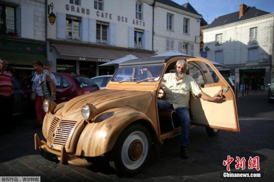 震惊!法国木匠花6年手工打造老爷车 逼真度惊人(图)