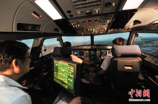 资料图:飞行学员培训。楚洪雨 摄