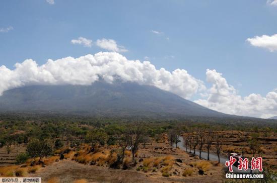 火山随时可能爆发 印尼拟将飞巴厘岛航班转其他机场