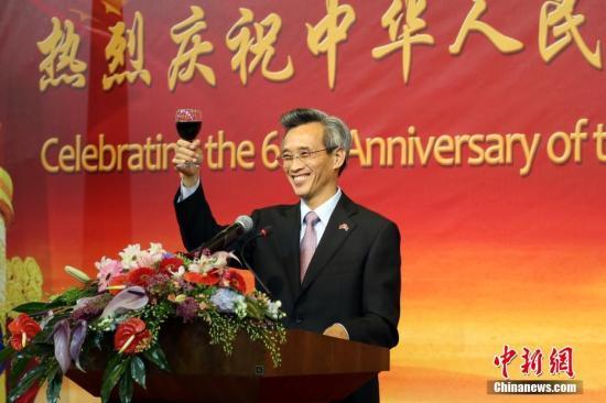 9月26日,中国驻南非大使林松添在使馆隆重举行国庆68周年招待会。图为林松添大使致辞。 中新社记者 宋方灿 摄