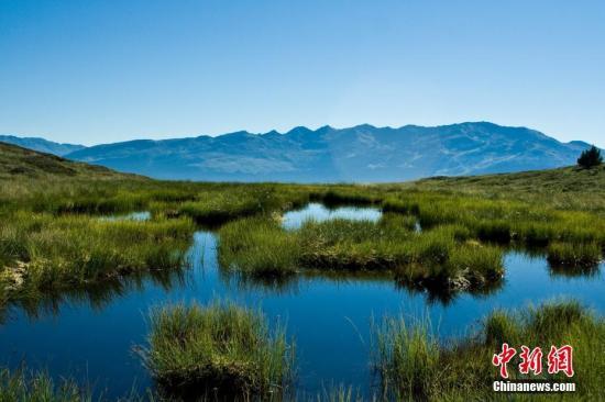 湖南南山国家公园位于湖南省邵阳市城步县境内,美艳欲滴。近日,该公园被确定为中国十大国家公园体制试点地。图为高山天然湿地――十万古田。 城步县委宣传部 提供