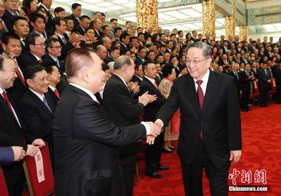 9月28日,中共中央政治局常委、全国政协主席俞正声在北京会见出席中国海外交流协会第六次会员大会的全体代表,并发表讲话。中新社记者 杜洋 摄