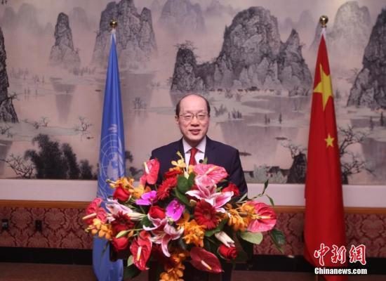 当地时间9月28日,中国常驻联合国代表团在纽约驻地举行庆祝中华人民共和国成立68周年招待会。图为中国常驻联合国代表刘结一在招待会上致辞。中新社记者 马德林 摄
