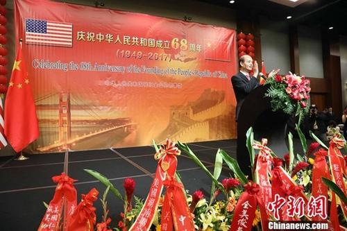 9月28日晚,中国驻旧金山总领事馆举行国庆招待会,庆祝中华人民共和国成立68周年,中国驻旧金山总领事罗林泉致辞。中新社记者 刘丹 摄