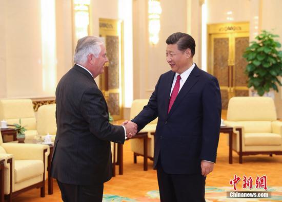 9月30日,中国国家主席习近平在北京人民大会堂会见美国国务卿蒂勒森。 记者 刘震 摄