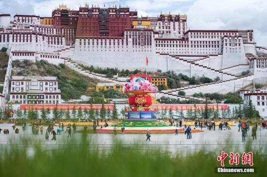 资料图:拉萨布达拉宫。何蓬磊 摄