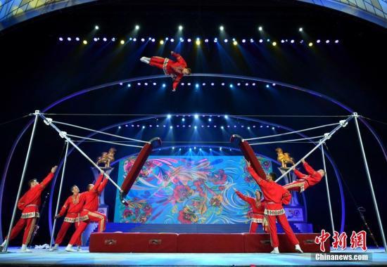 资料图:中国吴桥国际杂技艺术节演出现场。新闻网记者 翟羽佳 摄