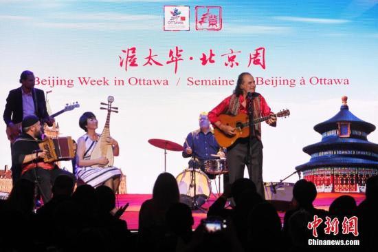 """当地时间10月4日,以""""友城祝福�D�D北京与渥太华""""为主题的""""北京周""""活动在加拿大首都渥太华开幕。"""