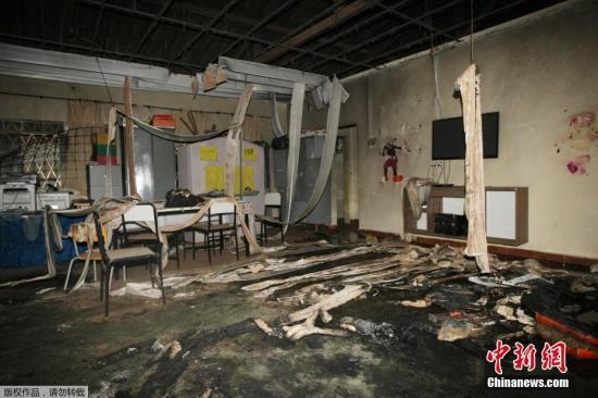 当地时间10月5日,巴西东南部米纳斯吉拉斯州北部的雅纳乌巴镇(Janauba)一所幼儿园的一名前安保人员纵火自焚,并向园内师生泼汽油点火,造成至少5人被烧死,其中包括4名只有不满4岁的儿童和1名教师,嫌犯全身有9成烧伤,送院后证实死亡。