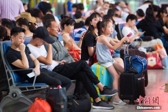 中国铁路迎来国庆假期返程客流高峰