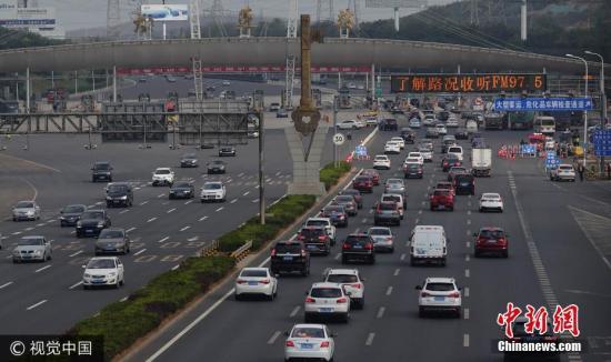 资料图:图为沈海高速大连站。 刘德斌 摄 图片来源:视觉中国