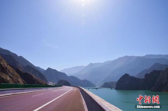 循隆高速沿途美景。 韩龙 摄