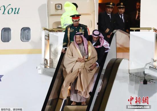 资料图:当地时间2017年10月4日,沙特国王萨勒曼抵达莫斯科,对俄罗斯展开国事访问。
