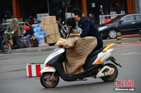 资料图:电动车 中新社记者 刘文华 摄