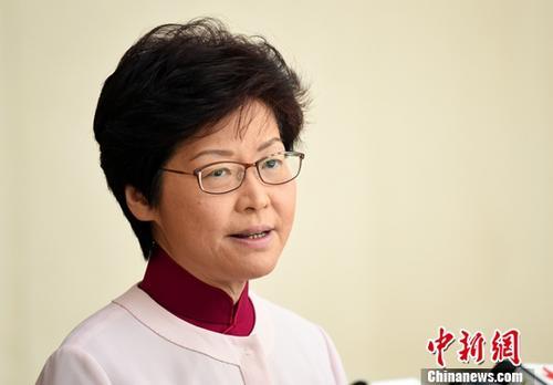10月10日,香港特区行政长官林郑月娥明日会发表任内首份《施政报告》,将交代改组中央政策组、税制改革、检讨低收入在职家庭津贴等内容。中新社记者 谭达明 摄