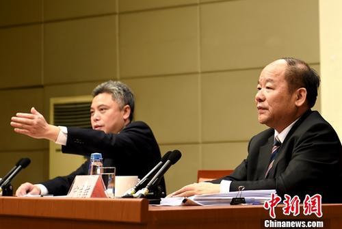 10月10日,国务院新闻办公室在北京举行新闻发布会,国家发展改革委副主任、国家统计局局长宁吉�唇樯艿车氖�八大以来经济领域进展成就,并答记者问。<a target='_blank' href='http://www.chinanews.com/'>中新社</a>记者 张勤 摄