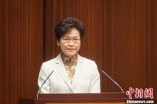 10月11日,香港特区行政长官林郑月娥在特区立法会发表她上任后的第一份施政报告。 中新社记者 谢光磊 摄