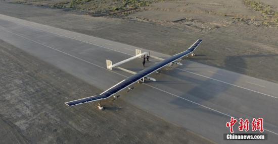 2017年6月13日,中国航天科技集团公司第十一研究院自主研发的新型彩虹太阳能无人机已完成临近空间飞行试验,试验取得圆满成功。 发 钟欣 摄