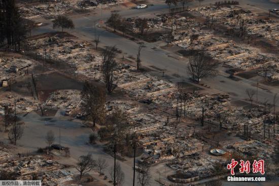 图为被山火烧毁的地区。