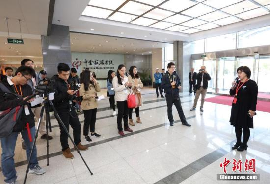 新闻采访。 记者 杨可佳 摄