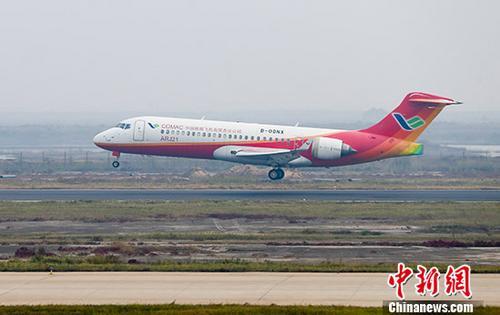 """中国商用飞机有限责任公司10月14日宣布,中国北斗卫星导航系统成功在中国完全自主设计并制造的支线客机ARJ21―700飞机上试飞。本次试飞成功实现四个""""国产化""""的结合,即:将国产卫星导航系统、国产卫星导航地基增强系统、国产机载导航系统结合到国产民用大飞机的平台上。<a target='_blank' href='http://www.chinanews.com/'>中新社</a>发 商飞 摄"""