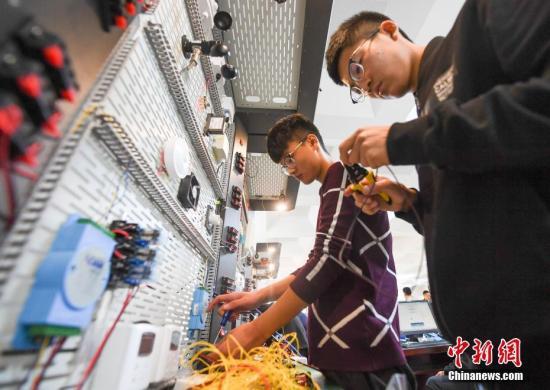 资料图:山西省多家中职学校学生正在参加计算机技能大赛。武俊杰 摄