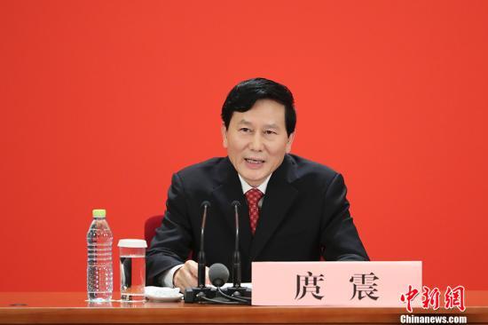 10月17日,中国共产党第十九次全国代表大会新闻发言人庹震在北京人民大会堂举行新闻发布会。 中新社记者 盛佳鹏 摄