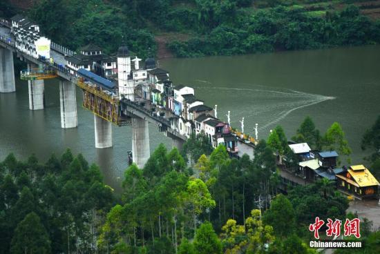 图为长江支流水位平稳升高呈现美景。 陈超 摄