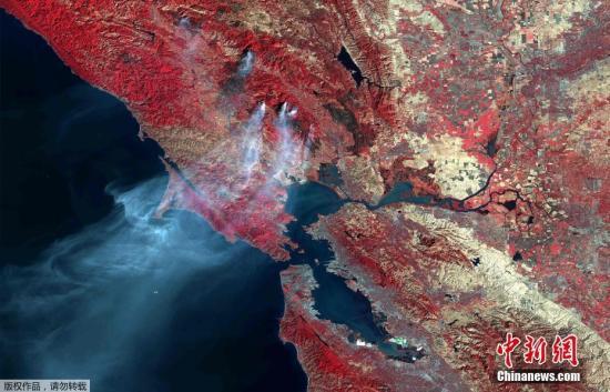 2017年10月18日讯,来自空客公司发布的美国加州火灾后的卫星图像,画面清晰可见烟雾飘出。美国加州山火肆虐多日,山火已致至少41人死亡。