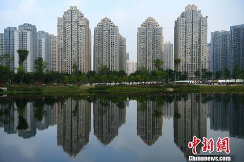 资料图:重庆主城区内的高楼。中新社记者 陈超 摄