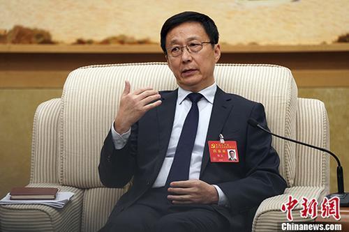 10月19日,中国共产党第十九次全国代表大会上海代表团讨论向中外记者开放。图为中共中央政治局委员、上海市委书记韩正参加讨论。 中新社记者 毛建军 摄