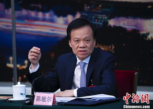 10月19日,中国共产党第十九次全国代表大会重庆市代表团讨论向中外记者开放。图为重庆市委书记陈敏尔参加讨论。 中新社记者 刘震 摄