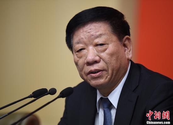 资料图:尹蔚民回答记者提问。 中新社记者 侯宇 摄