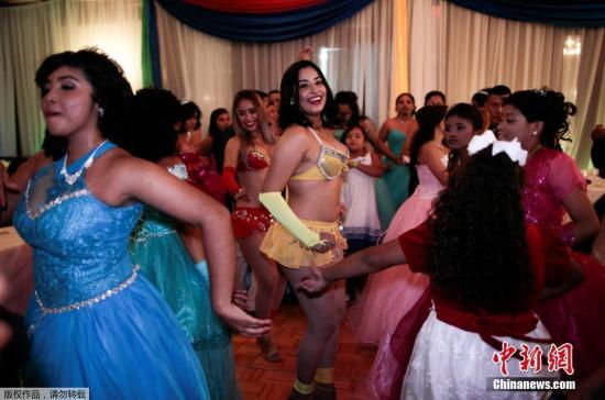 资料图:当地时间2017年10月21日,尼加拉瓜白血病与癌症儿童父母协会(MAPANICA)为癌症少女们组织一场生日派对,参加15岁生日派对Quinceanera的少女,均是癌症患者。