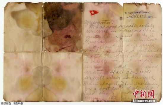 """资料图:当地时间2017年10月20日,英国伦敦,一封在""""泰坦尼克""""号遇难者Alexander Oskar Holverson身上发现的书信将被拍卖,这封书信写于1912年4月13日,""""泰坦尼克""""号启航前一天。"""