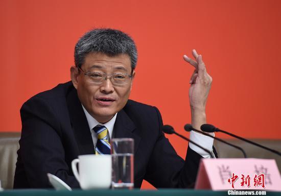 10月26日,中国共产党十九大新闻发言人在北京梅地亚中心召开专题新闻发布会,请中央纪委副书记肖培解读十九大报告,并回答记者提问。 记者 侯宇 摄