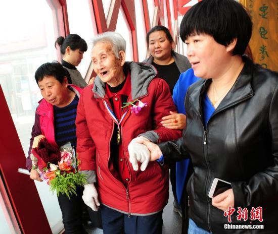 数千万失能老人如何照料?中国多举措缓解养护难题