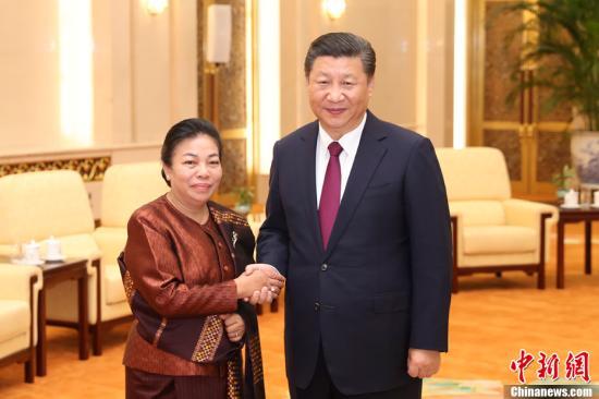 10月30日,中共中央总书记、国家主席习近平在北京人民大会堂会见老挝人民革命党中央总书记本扬特使、中联部部长顺通。中新社记者 盛佳鹏 摄