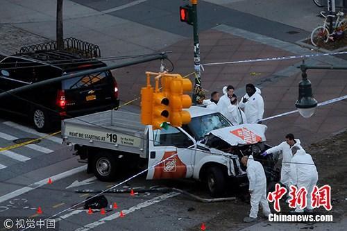卡车蓄意撞击以及枪击至少造成8人死亡。图片来源:cfp视觉中国