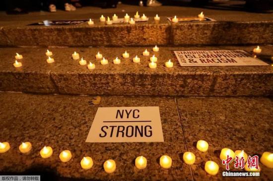 资料图:纽约民众参加烛光守夜,悼念纽约恐袭遇难者。
