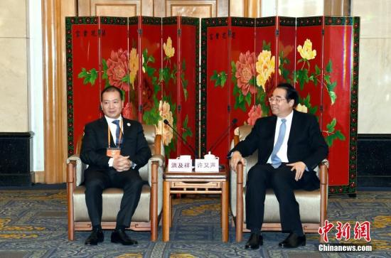 11月3日,国务院侨办党组书记、副主任许又声在北京会见菲律宾中国商会访华团一行。中新社记者 张勤 摄