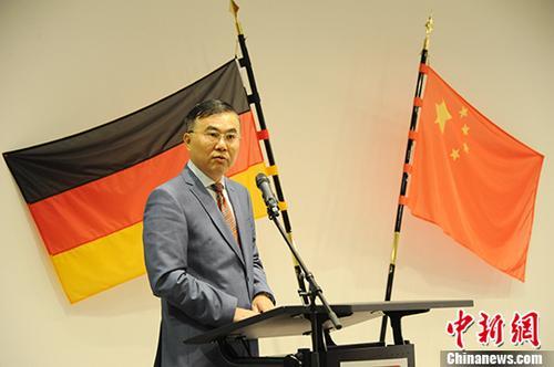 中国驻德国大使馆公使张军辉在致辞中表示,远道而来的艺术家将通过传统艺术形式使生活在德国的朋友享受到中国曲艺的精髓。 <a target='_blank' href='http://www.chinanews.com/'>中新社</a>记者 彭大伟 摄