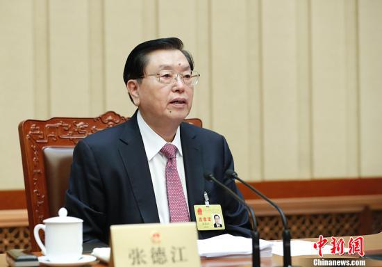 11月4日,十二届全国人大常委会第三十次会议在北京人民大会堂闭幕。张德江委员长主持会议。 中新社记者 杜洋 摄