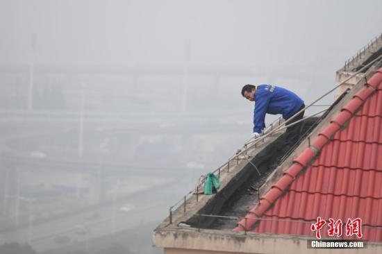 11月4日,雾霾突袭湖南长沙。 杨华峰 摄